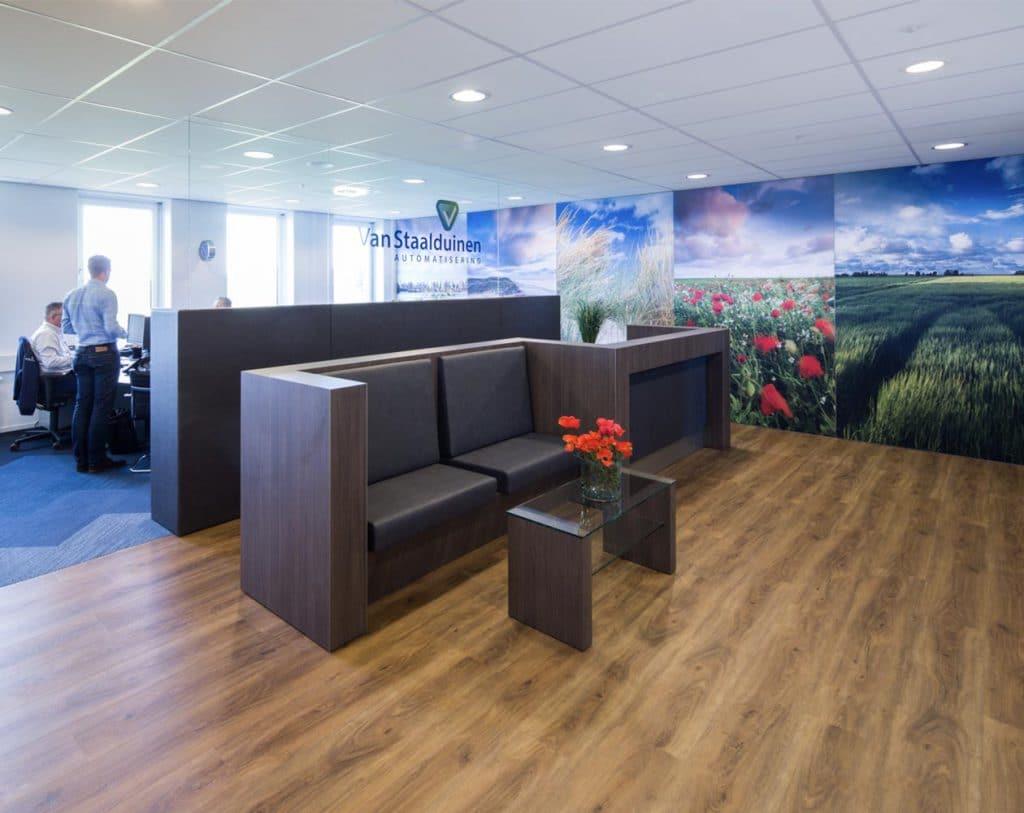 Geluidsoverdracht beperken in kantoor door een goed interieurontwerp