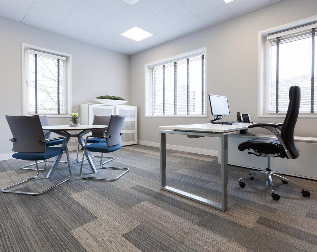 Stem bij kantoor interieurontwerp producten goed op elkaar af